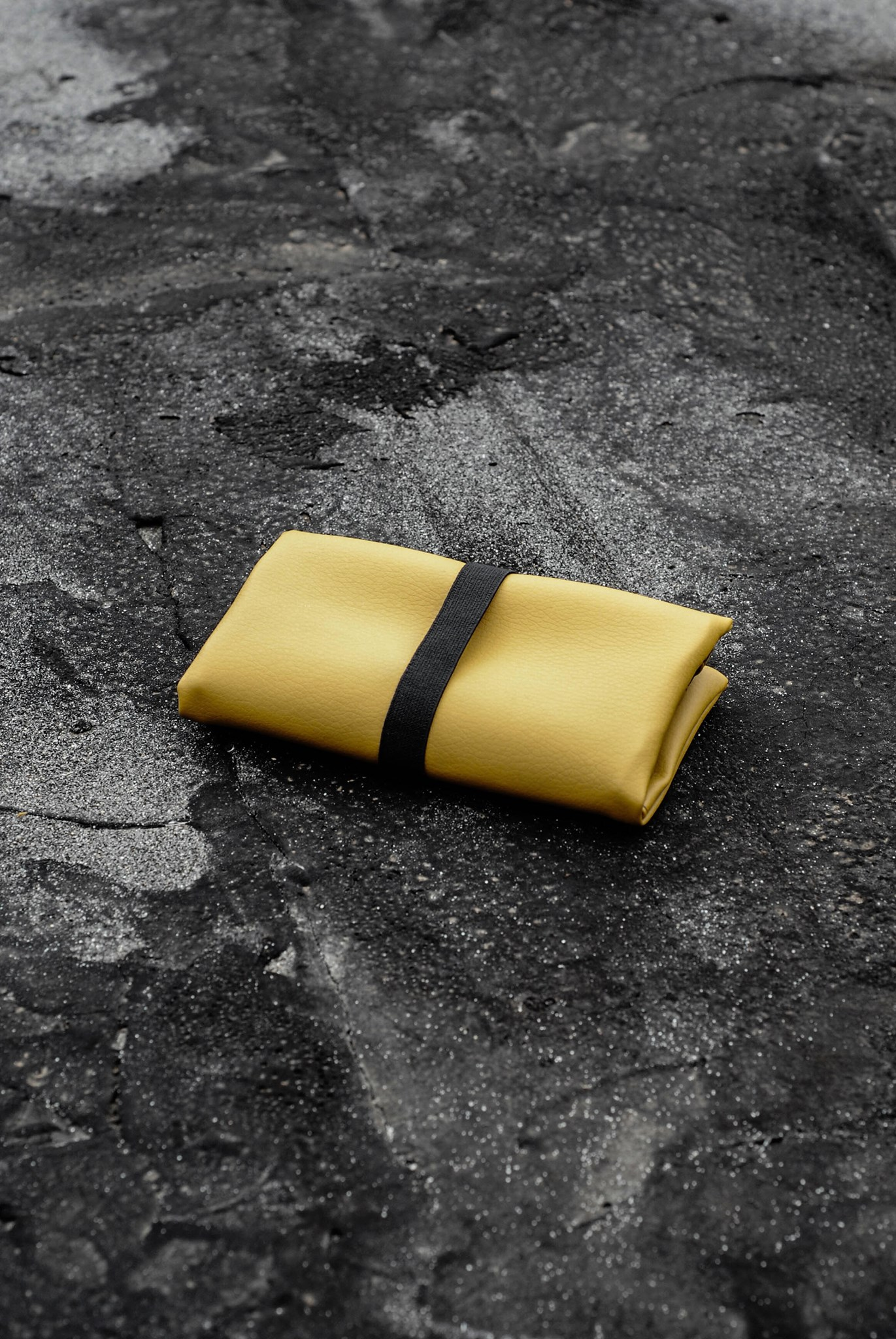 GREI tobacco pouch yellow