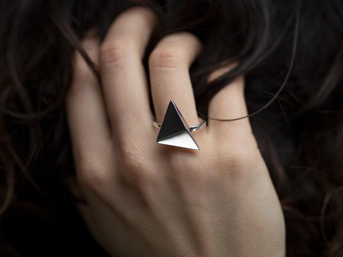 Triangle statement ring HALONA